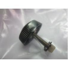 Винт-заглушка для фиксации и крепления ручки катушки Daiwa